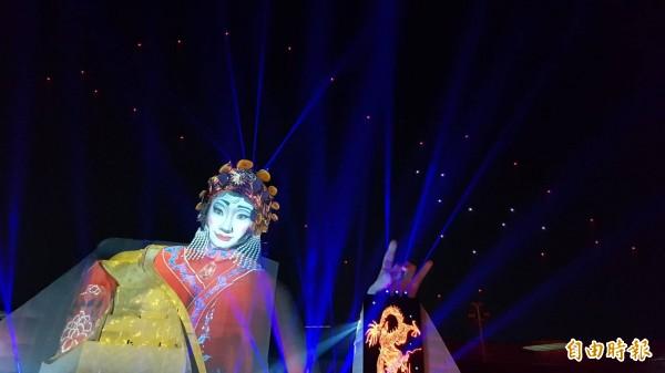 衛武營《眾人的派對》出動35台無人機,天空飛行上演光之芭蕾舞秀,形成光與機器的詩意舞蹈。(記者陳文嬋攝)