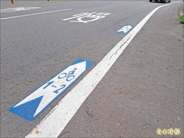 公路總局在省道台三線新竹縣轄路段試辦劃設「自行車路線指示線」。(記者蔡孟尚攝)