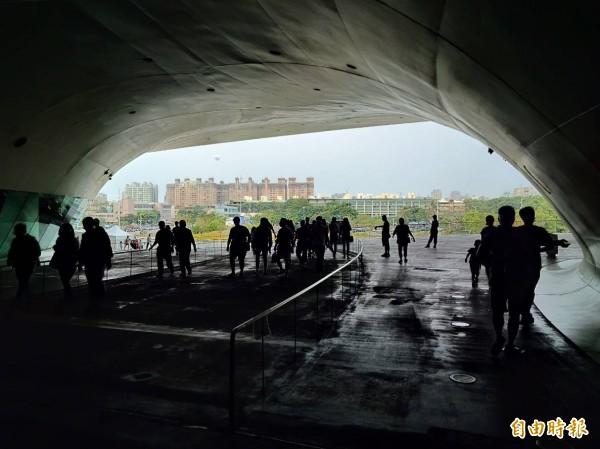 全世界最大單一屋頂劇院,讓人如入洞穴欉林。(記者蔡清華攝)