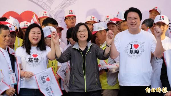 林右昌(右)表示,他期待的是一個有水準、正向的選舉,對手選舉選到這樣子真的有點悲哀,覺得蠻遺憾的。(記者林欣漢攝)
