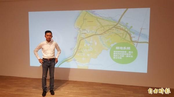 互動牆透過科技感的互動方式,向市民介紹未來的遠景與藍圖。(記者蔡彰盛攝)