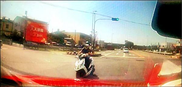 台商莊豐銘車上的行車記錄器,拍下他逆向行駛,撞死郭姓工讀生前的畫面。(資料照)
