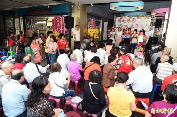 樂齡學習中心「樂齡傳愛 活力九九」重陽活動,活動非常精彩。(記者張忠義攝)
