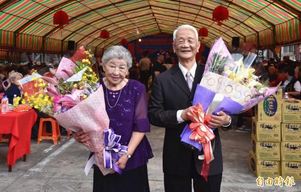 結縭70年林源琛、林簡梅,絕對不吵隔夜架,相處起來甜蜜蜜,羨煞旁人。(記者李容萍攝)