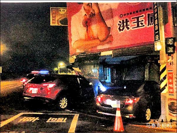 陳姓男子昨清晨撞進「阿全碗粿」,酒測值高達0.48毫克,訊後依公共危險罪嫌送辦。(記者王捷翻攝)
