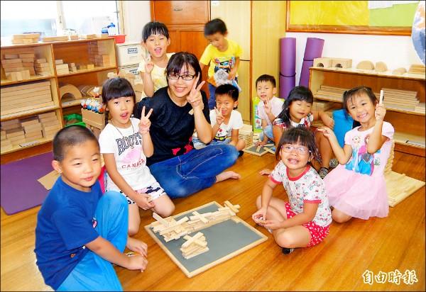 學甲伯利恆文教基金會的慈母幼兒園,加入非營利幼兒園和私幼公立化,師生上學很快樂。(記者楊金城攝)
