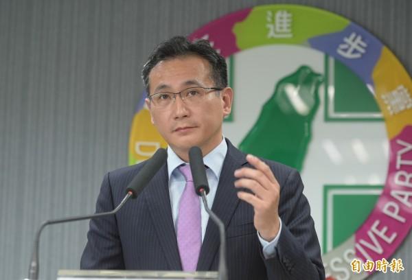 民進黨發言人鄭運鵬說,10月20日舉辦「反併吞,顧台灣,反介入,顧高雄」遊行,希望能與喜樂島聯盟達到南北互相呼應的目標。(資料照)