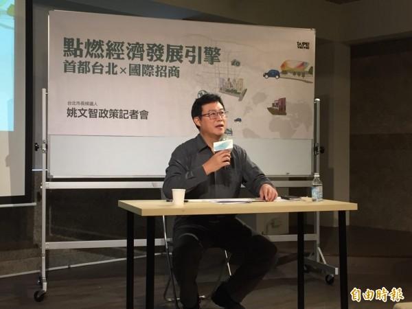 姚文智在廣播提到,感覺小英站台少批柯文哲;他今天說,是盼黨內團結檢驗現任市長。(記者周彥妤攝)