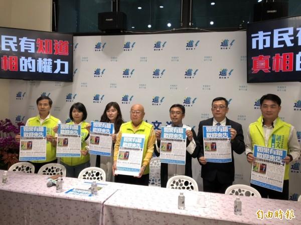 謝文進競選總部主委李宏生(左四)指出,謝文進陣營只是以廣告形式轉述鄭正宗在議會質詢的過程,並無違法。(記者王駿杰攝)