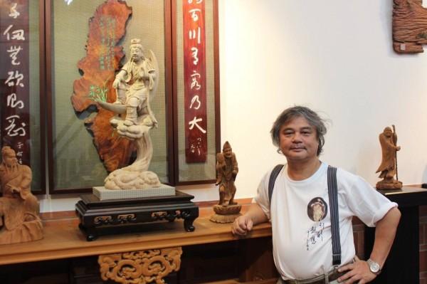 全國第二個雙認證「人間國寶」李秉圭,繼「鑿花技術」之後,再以「傳統木雕」獲得殊榮。(記者劉曉欣翻攝)