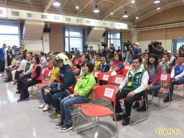 新北市議員候選人號次抽籤,多數候選人親自到場參選,現場相當熱鬧。(記者何玉華攝)