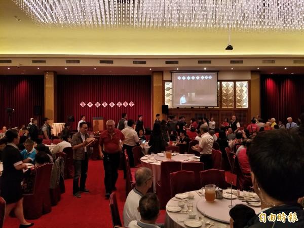 國民黨台南市黨部今晚在台南總理餐廳舉辦募款餐會。(記者邱灝唐攝)