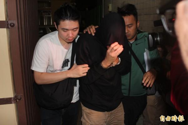 和分屍案第4嫌美籍何姓男子,依殺人罪移送新北地檢署複訊後,被檢方聲押禁見。(記者王定傳攝)