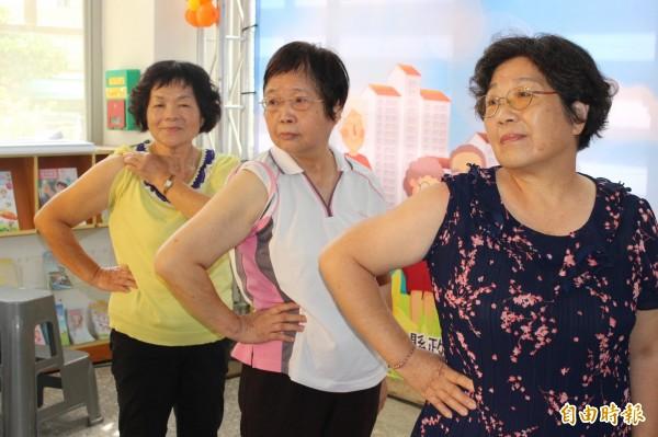 彰化縣政府今年首度推動65歲至74歲長者,公費接種肺炎疫苗。(記者張聰秋攝)