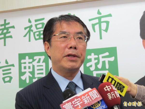 黃偉哲在臉書上貼文「天佑台灣」,並宣布即刻起至10月22日晚間,暫停所有競選活動。(資料照,記者蔡文居攝)