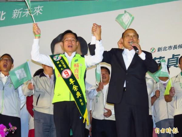 民進黨新北市長候選人蘇貞昌和新北市議員李余典於三重的聯合競選總部成立大會今晚舉行。(記者陳心瑜攝)
