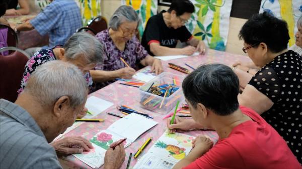 衛福部最新調查,全台有24萬人承擔家中長期照顧責任,學者籲應改變觀念,接受社會和長照體系的幫助。(資料照)