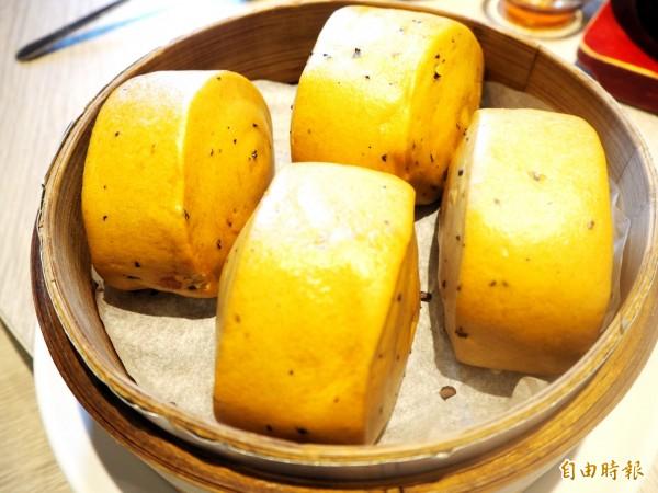 紅棗黑糖饅頭香甜Q軟。(記者張菁雅攝)