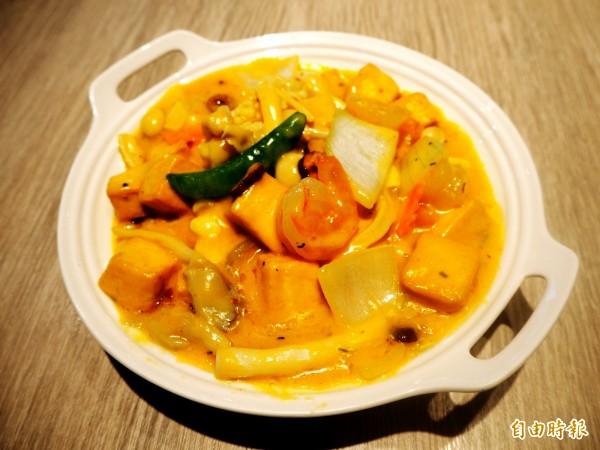 棗妃海鮮煲有南洋風味。(記者張菁雅攝)