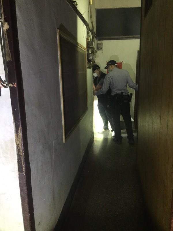 警方到場採證。(記者王冠仁翻攝)