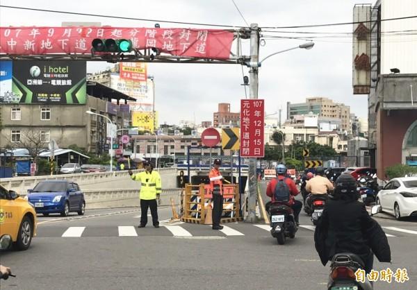 分階段封閉!中壢元化路地下道預計12月15日走入歷史。(記者李容萍攝)