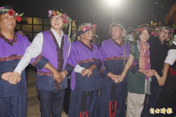 陳其邁悄現身小林夜祭,盼太祖護佑台灣。(記者黃佳琳攝)