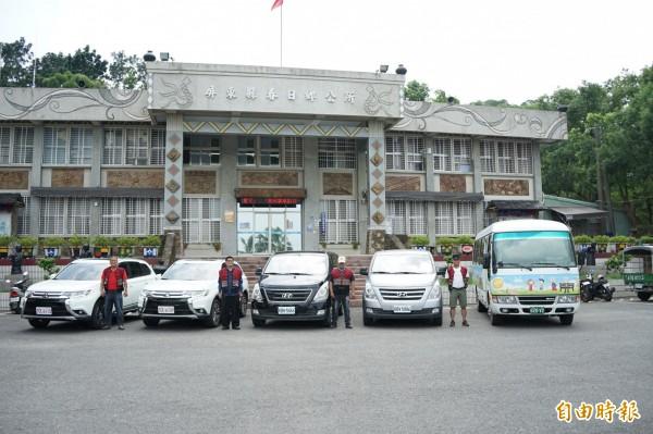 春日鄉DRTS有新的4輪傳動休旅車(左一、二)入替,立刻建功。(記者陳彥廷攝)