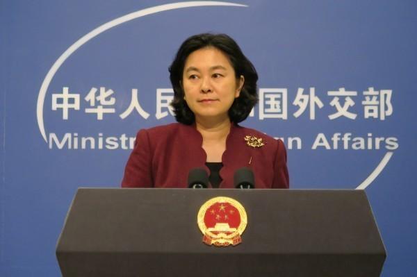 中國外交部發言人華春瑩不滿川普把中國牽扯進去,不滿地批評美方此舉是「甩鍋」行為。(中央社)