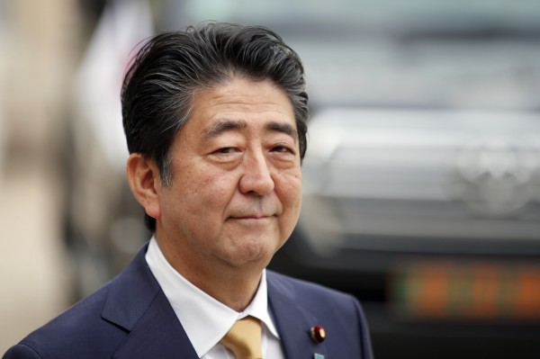 日本首項安倍晉三在10月22日,於首相官邸召開的未來投資會議上表示,將鬆綁現行的退休限制,讓原本法定退休年齡60歲,但有意願工作者可再工作至65歲之規定,再上修至70歲。(美聯社)