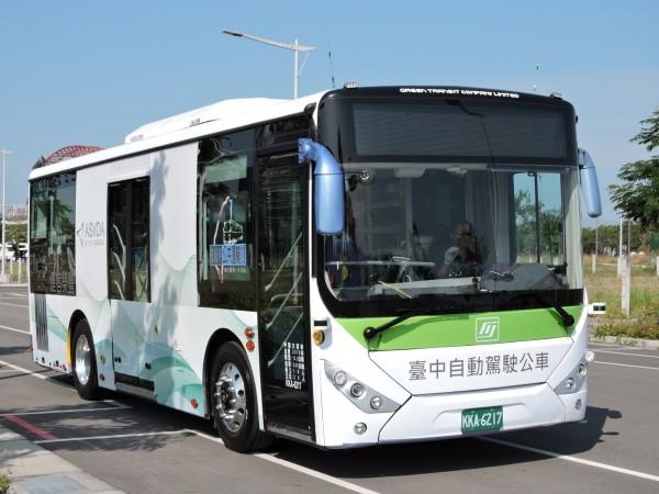 豐榮客運自駕車團隊打造的自動駕駛公車已經上路測試。(交通局提供)