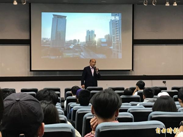 民進黨新北市長候選人蘇貞昌到淡江大學擔任「淡江公民計畫」講座講者。(記者李雅雯攝)