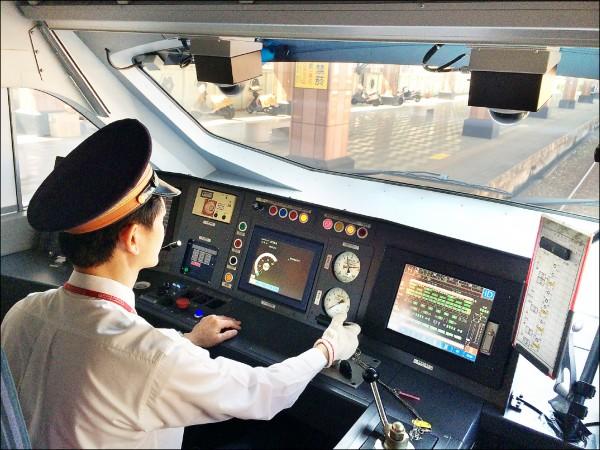 台鐵坦承,因先前購買的遠端監控系統「假訊號」過多,台鐵列車獨獨漏了普悠瑪沒裝監控系統。圖非普悠瑪翻車司機員。 (台鐵局提供)