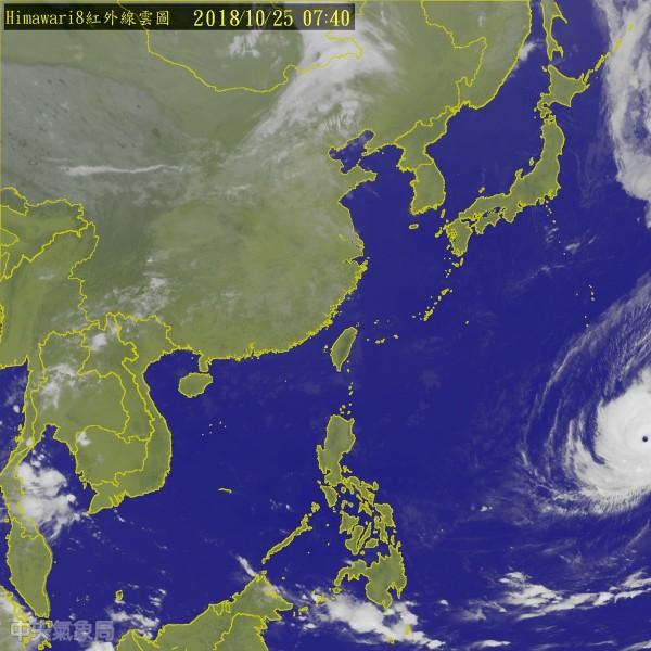 第26號強烈颱風玉兔,未來將持續朝琉球南方海面靠近,是否影響台灣的天氣,仍有不確定性。氣象專家吳德榮說,下週三(31日)的天氣變化,視「玉兔」的動向而定,尚待進一步觀察。(圖擷取自氣象局網站)