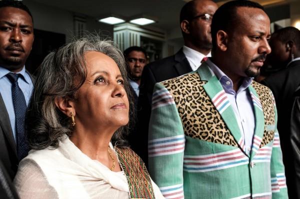 非洲國家衣索比亞國會今日投票通過,任命薩勒-沃克·祖德(Sahle-Work Zewde)為衣索比亞總統。右為總理阿比(Abiy Ahmed)。(法新社)