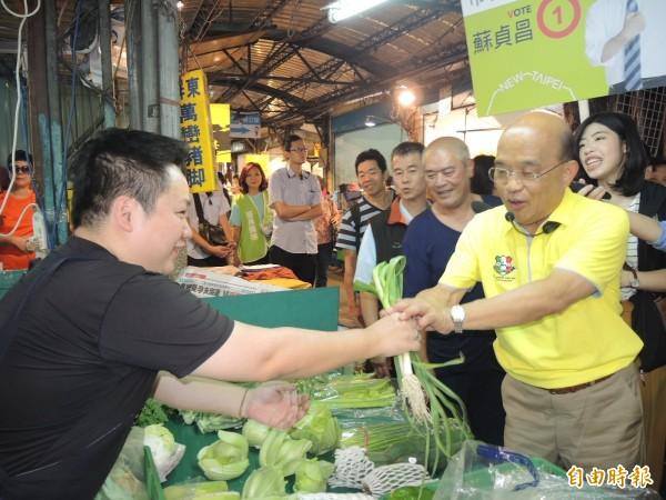 蘇貞昌暫停選舉行程4 天後,再從市場重新出發。(記者翁聿煌攝)