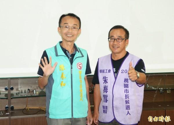 台南陳永和(左)與桃園朱梅雪結盟,一起為市長選戰而努力。(記者吳俊鋒攝)