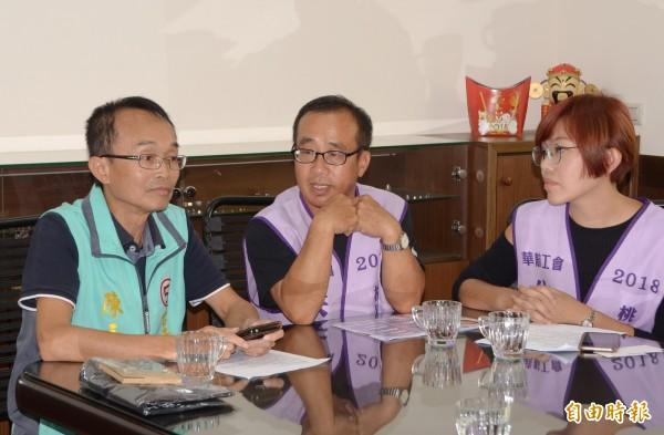 陳永和(左)與朱梅雪(中)還一起線上直播,同框造勢。(記者吳俊鋒攝)