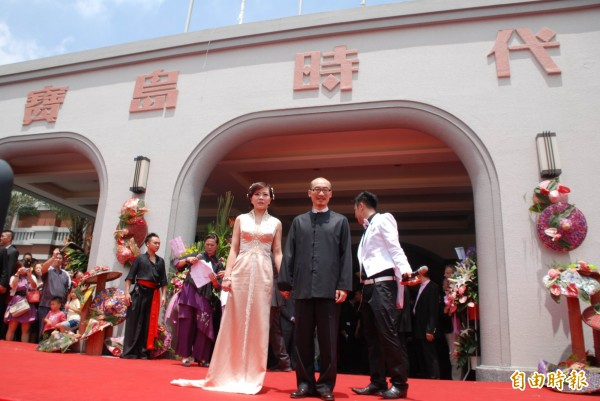 有不少網友希望「寶島時代村」重新營業,讓他們看到小潘潘(前排左一)。(資料照,記者陳鳳麗攝)