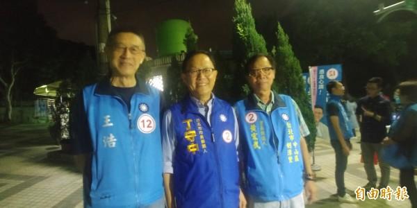 國民黨台北市長候選人丁守中今天到大直站台。(記者簡惠茹攝)