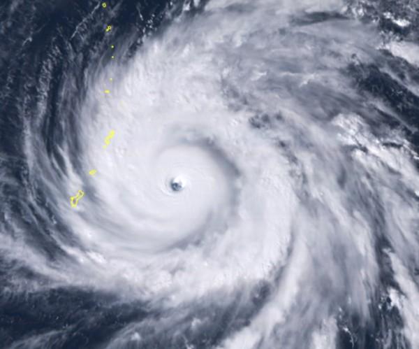 玉兔颱風今日凌晨降為中颱,再於今日下午轉為強颱。(美聯社)