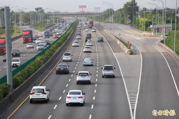 交通部本週預告修正「道路交通安全規則」,將推動「汽車主要駕駛人」制度,讓車輛所有人辦理新車領牌及監理異動登記時,可登錄汽車主要駕駛人,初期將採駕駛自主登記。(資料照)