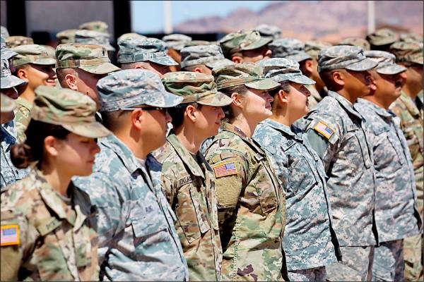 美國國防部可能即將奉總統川普之命,在美墨邊界部署約八百名現役美軍,以遏阻大量企圖取道此地進入美國的中美洲移民。圖為美國國民兵檔案照。(法新社)