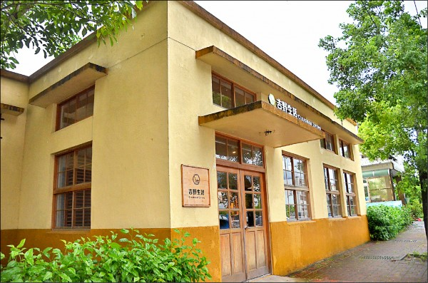 吉安福興買菸場將連結一旁的吉野生活館,打造成一座擁有在地菸葉歷史故事的館舍。(吉安鄉公所提供)