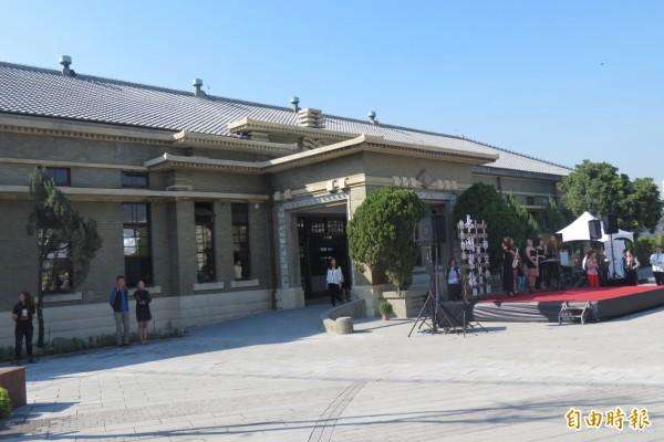 逾80年歷史建築「帝國製糖廠台中營業所」修復完成,將活化成產業故事館。(記者蘇孟娟攝)