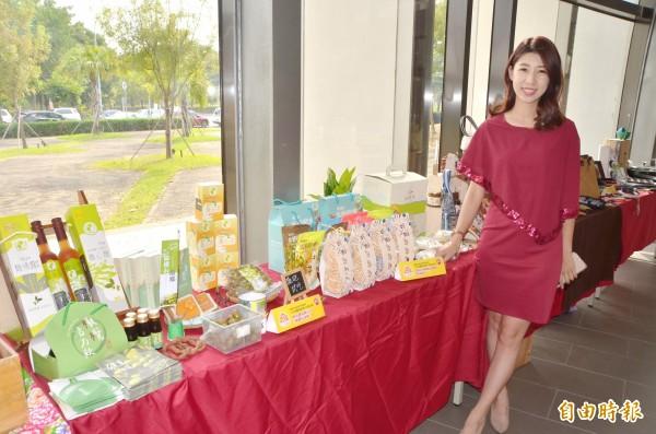 場外展出20家極具台南在地特色與優等好評的商品。(記者吳俊鋒攝)