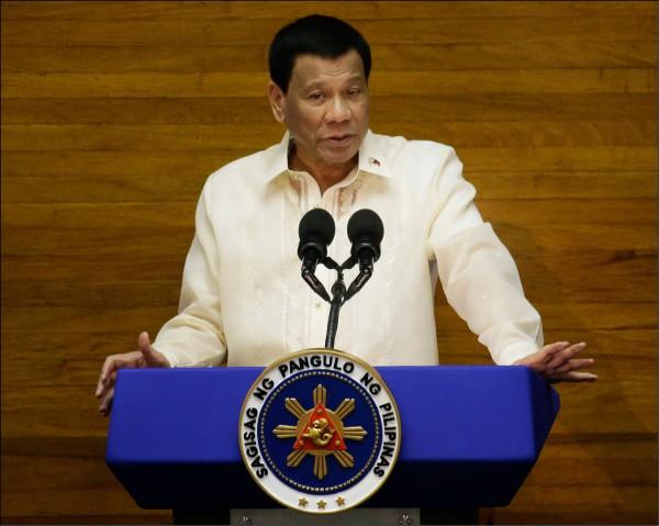 菲律賓總統杜特蒂宣布,由於菲國海關貪瀆嚴重,他將派軍隊暫時予以接管。(美聯社檔案照)