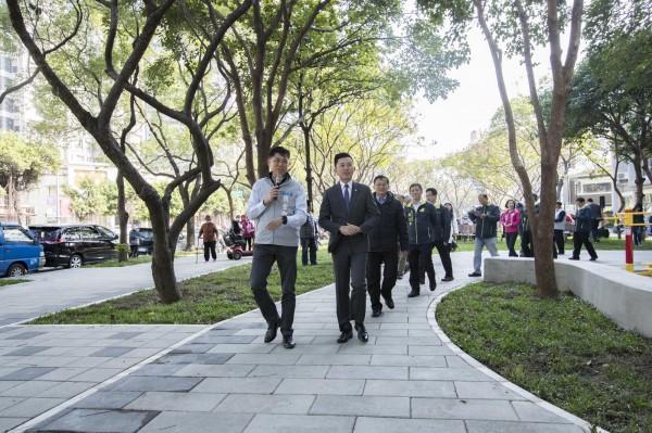 林智堅宣布竹市將打造31座公園,活化100公頃綠地。(記者蔡彰盛攝)
