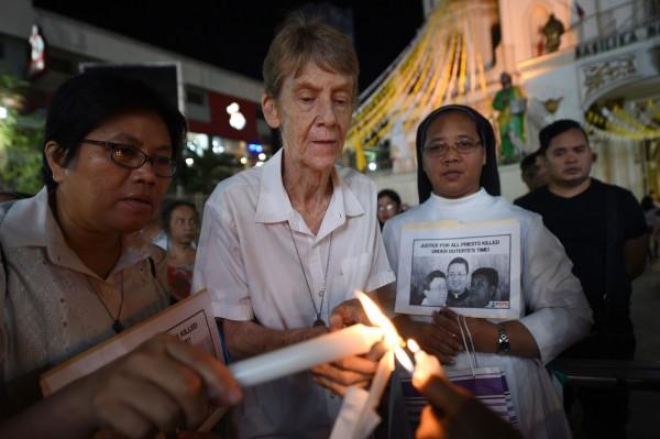 因批評政府軍侵犯農民人權而惹怒菲律賓總統杜特蒂的澳洲修女福克斯今(31)日表示,她將離開菲律賓,而非被驅逐出境或面臨逮捕。(法新社)