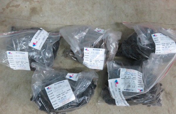 浸泡工業用冰醋酸的黑心海參。(資料照,衛生局提供)