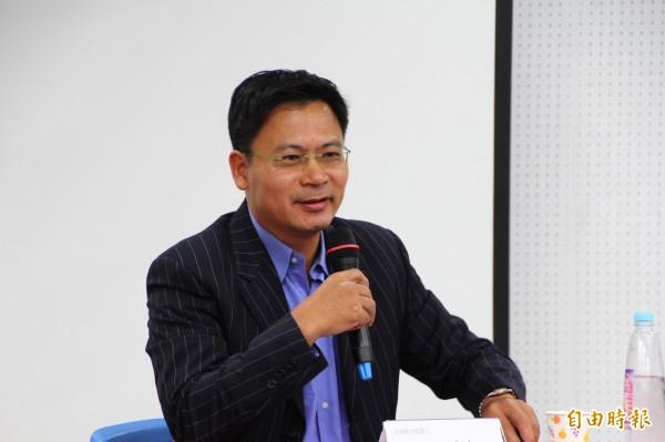 國民黨提名嘉義縣長候選人吳育仁指他昨日對集會遊行的看法是被扭曲。(記者林宜樟攝)